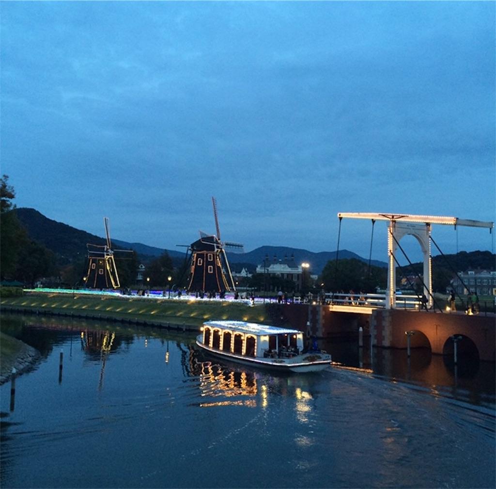 日暮れ間近の運河