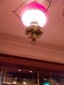 オイルランプみたいな電灯:THE ROSE & CROWN