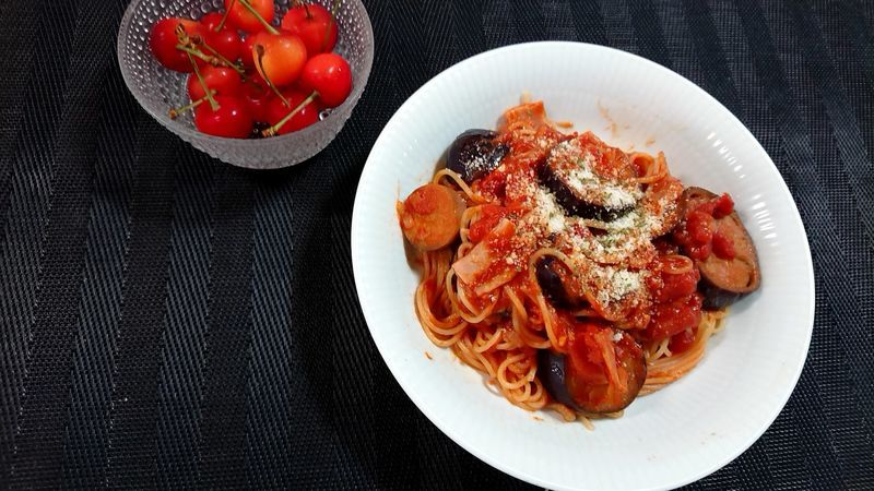 冷凍なすのトマトパスタ_食卓