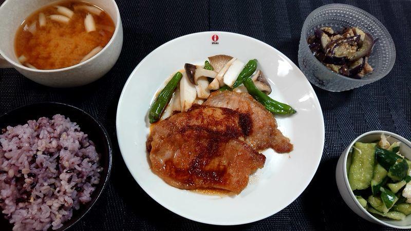 豚のしょうが焼き_食卓