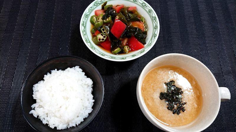 オクラとトマトの昆布酢あえ_食卓