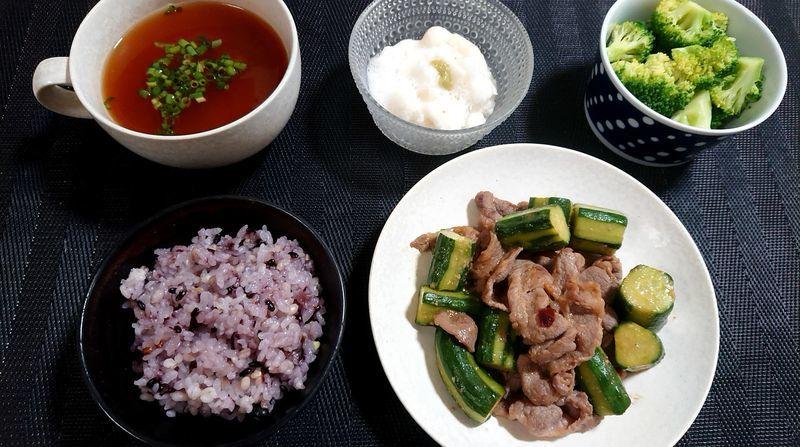 きゅうりと豚肉のスタミナ炒め_食卓