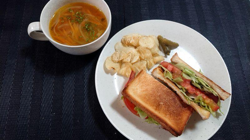 BLTサンド_食卓