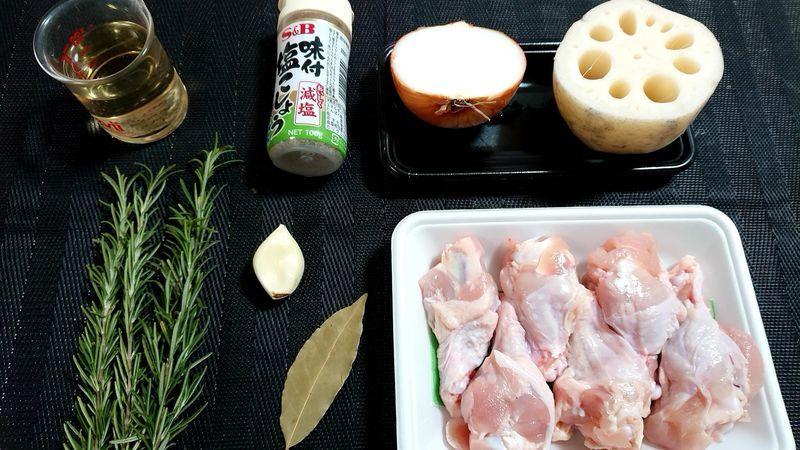 れんこんと鶏手羽元のハーブ煮_材料