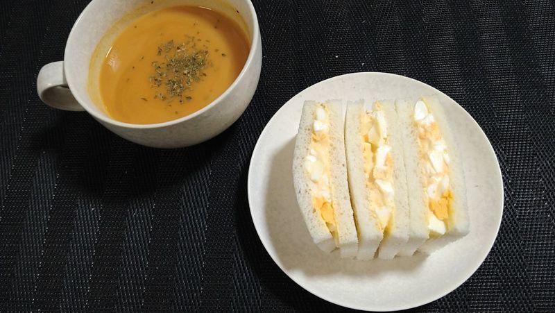 卵サンド_食卓