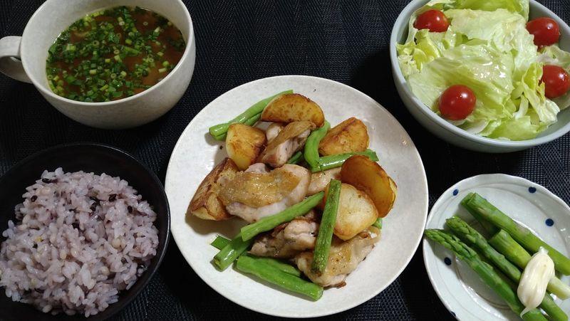 カリカリじゃがいもと鶏のソテー_食卓