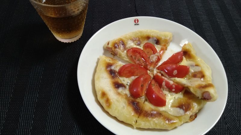 みみまでおいしいクリスピーピザ_食卓