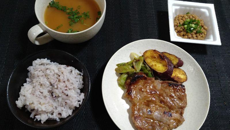 豚肉のコクみそ焼き_食卓