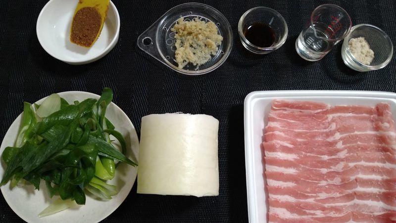 大根と豚バラの甘辛みそ炒め_材料