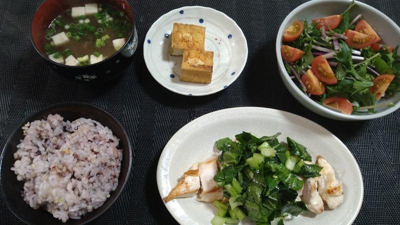 鶏むねソテー 小松菜ソース_食卓
