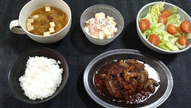 ポテたらサラダ_食卓