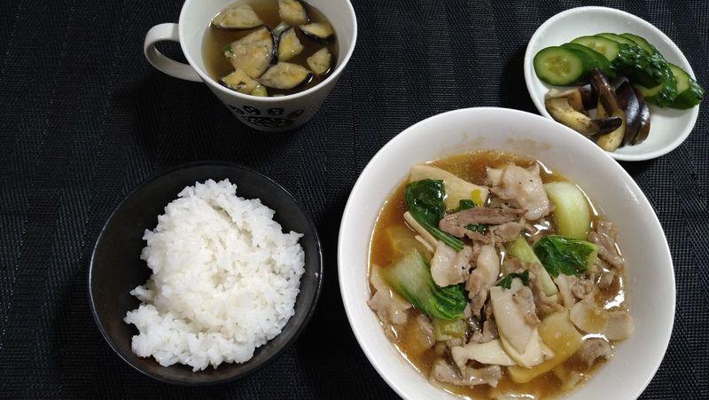 チンゲンサイと豚バラの炒め煮_食卓