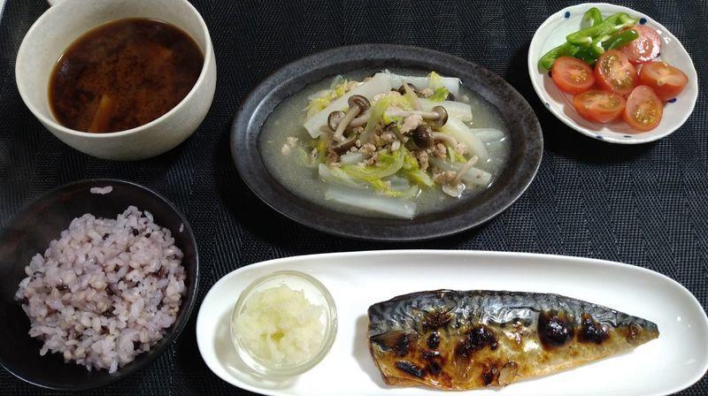 白菜と鶏ひき肉の煮込み_食卓