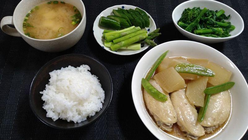 鶏手羽大根の煮物_食卓