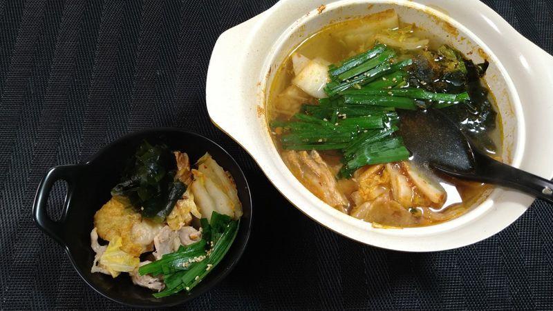 鶏肉のキムチ鍋_食卓1