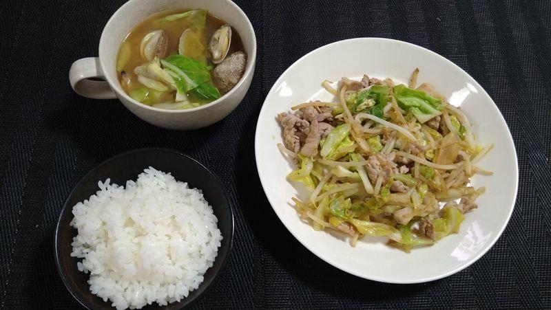 春キャベツで肉野菜炒め_食卓