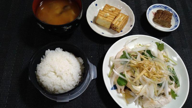 レンジ蒸し鶏と春野菜のサラダ_食卓
