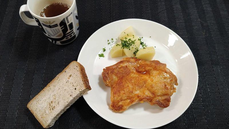 鶏肉のケチャップウスター焼き_食卓