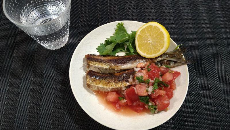 いわしの塩焼き フレッシュサルサ_食卓