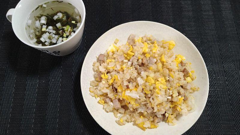 みそチャーハン_食卓