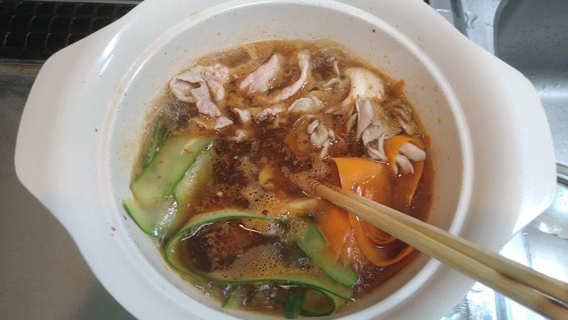 豚しゃぶとピーラー野菜の火鍋風_5