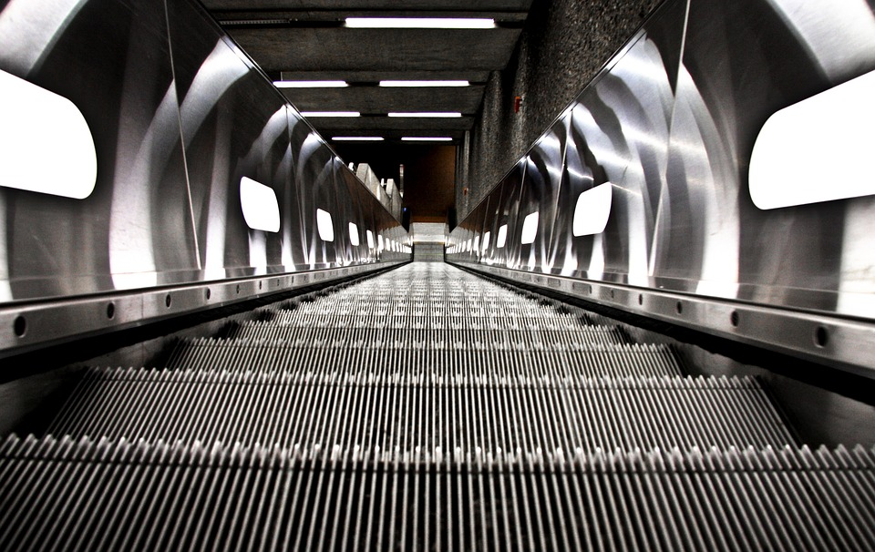 エスカレーターに乗るとどのくらい運動量が減るのか?