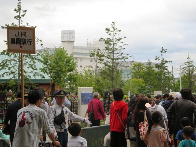 札幌競馬場送迎バス乗り場の様子