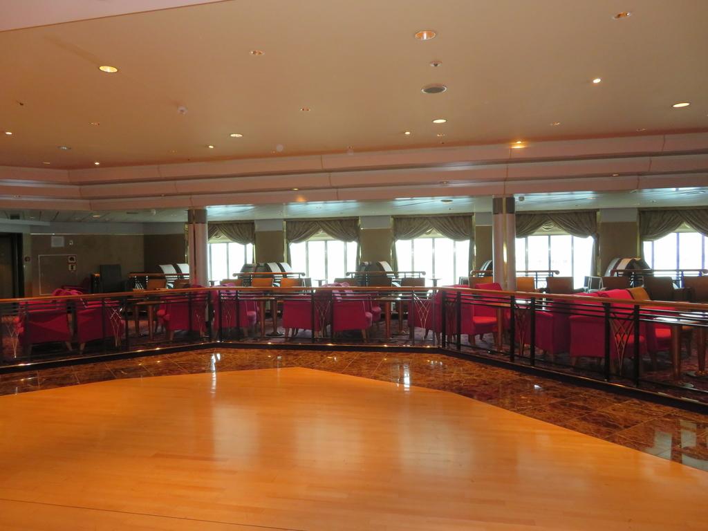 飛鳥Ⅱダンスホールの写真