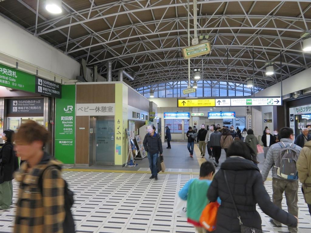横浜線改札口付近の写真