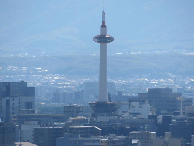 清水寺から見える、京都タワーの写真