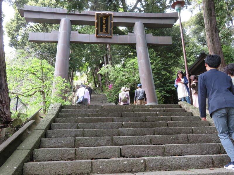 伊豆山神社入り口階段の写真