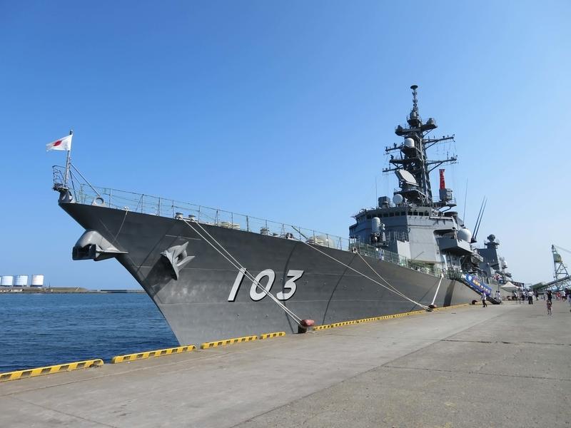 護衛艦「ゆうだち」の写真
