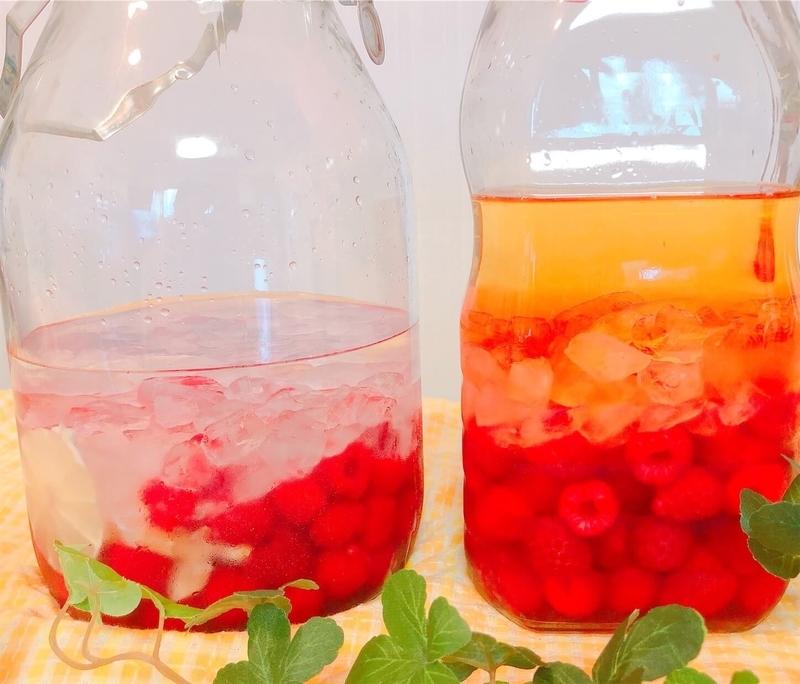 ラズベリー酒とラズベリー酢写真