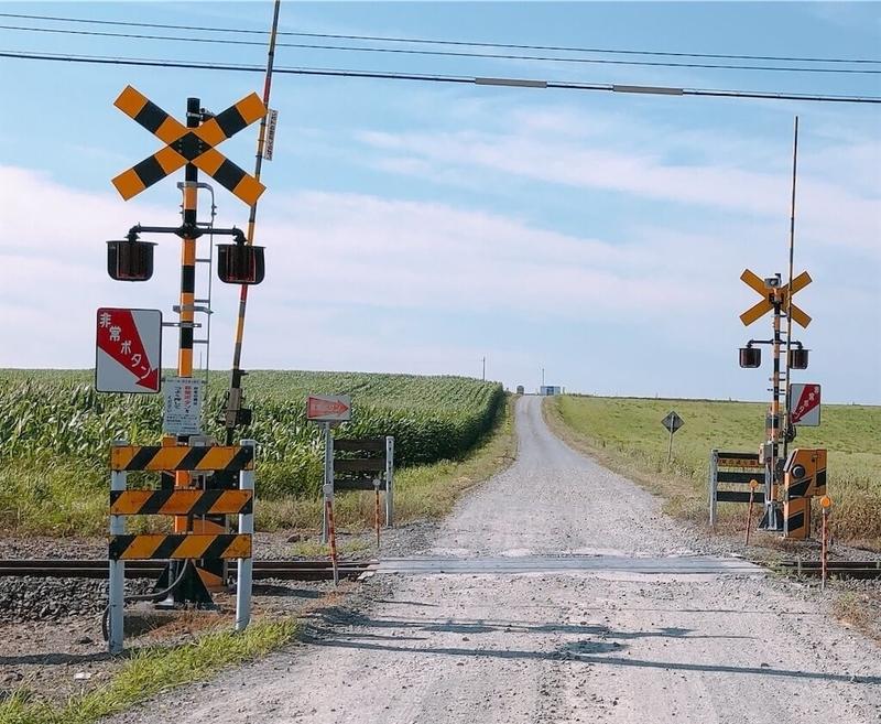 金麦のCMで使われた「東丘通り踏切」写真