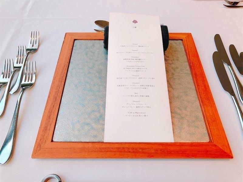 鶴雅リゾートエプイレストランテーブルセッティングの写真