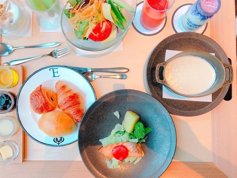 鶴雅リゾートエプイ朝食プレートの写真