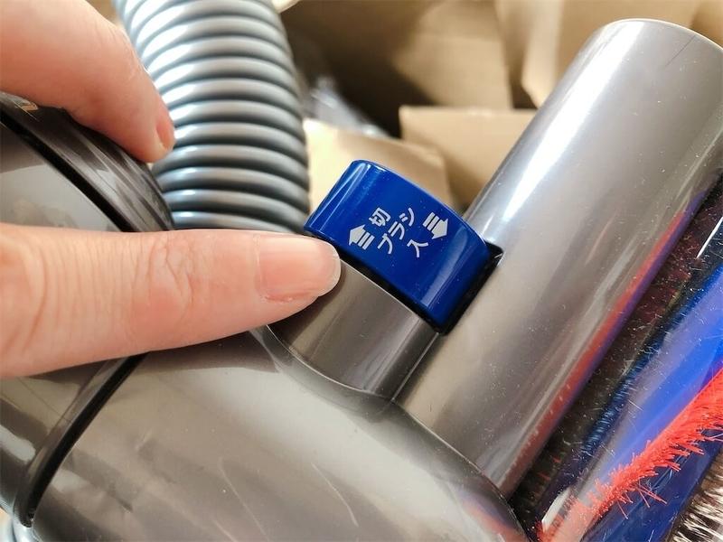 ダイソン掃除機CY25THヘッド部分、ブラシ回転切り替え部分の拡大写真