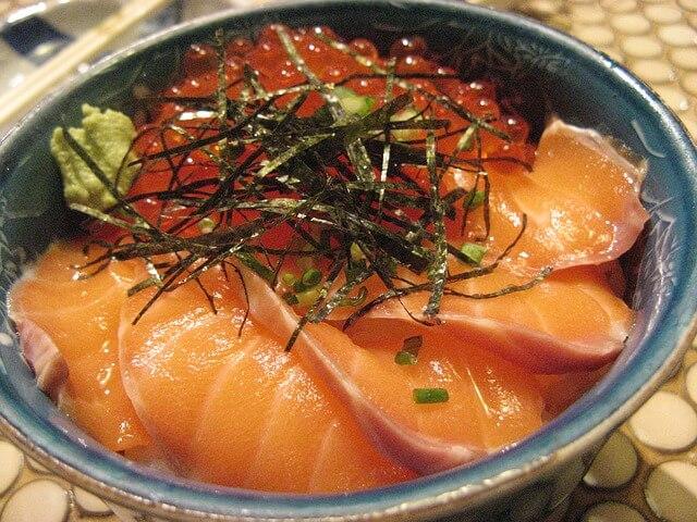 鮭とイクラの親子丼写真