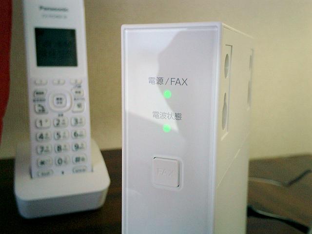 ホームプラス電話専用アダプタ、ランプ部分のアップ画像
