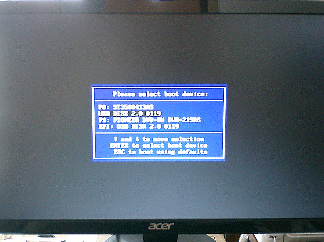 BIOSで起動順序を変更した後の再起動で現れたブートデバイスの選択画面。