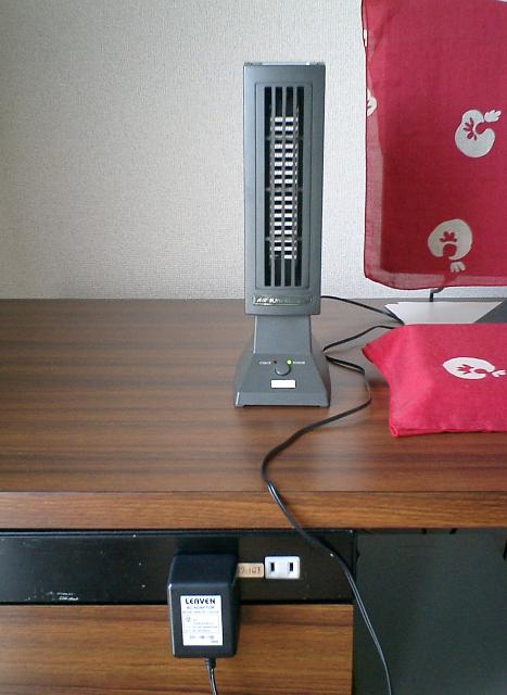 我が家の「エアーイオンフレッシャー」の本体と電源アダプター