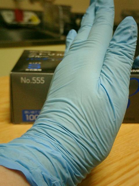 ニトリルトライ3(Sサイズ)着用時の親指側。