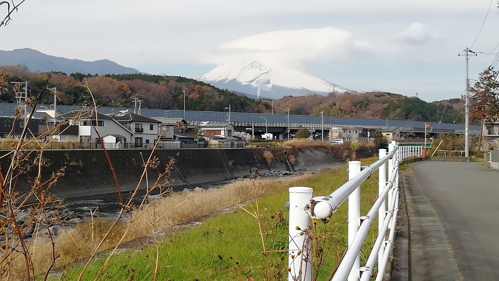 静岡県東部から富士山を望む