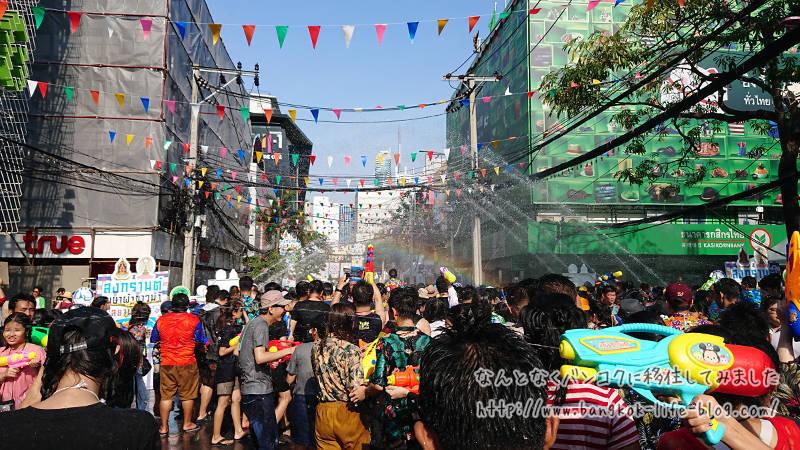 バンコクの水かけ祭り ソンクラーン