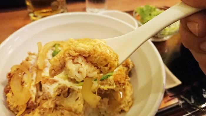 バンコク 鳥波多゛のランチメニュー 鶏カツ煮丼