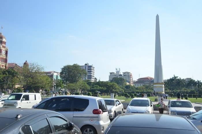 ヤンゴン 独立記念塔