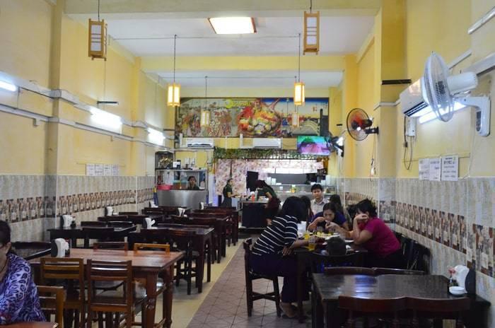 ヤンゴンのおいしい寿司(Oishii Sushi)の店内