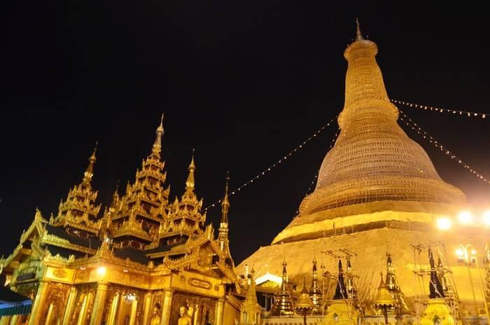 ヤンゴン 夜のシュエダゴン・パゴダ