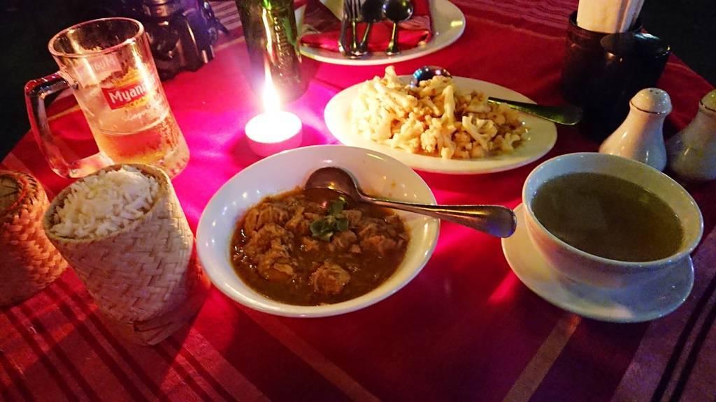 ヤンゴンのミャンマー料理店 パドンマの紹介