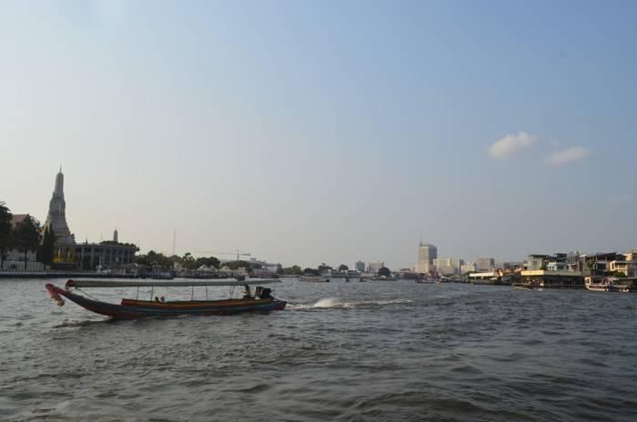 バンコク チャオプラヤー川から見る景色